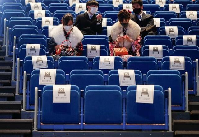Giới trẻ Nhật Bản đeo khẩu trang dự lễ trưởng thành giữa dịch Covid-19 - 10