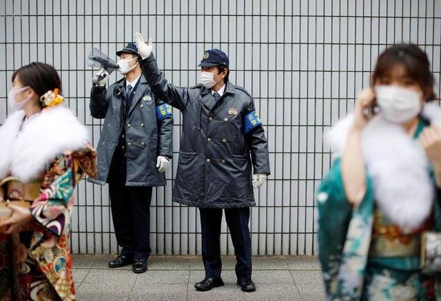 Giới trẻ Nhật Bản đeo khẩu trang dự lễ trưởng thành giữa dịch Covid-19 - 12