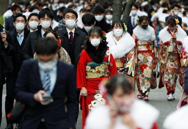 Giới trẻ Nhật Bản đeo khẩu trang dự lễ trưởng thành giữa dịch Covid-19 - 2
