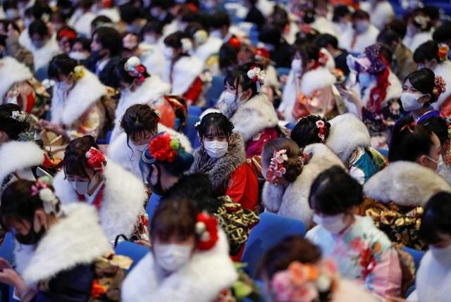Giới trẻ Nhật Bản đeo khẩu trang dự lễ trưởng thành giữa dịch Covid-19 - 3