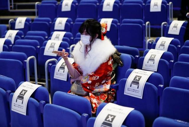 Giới trẻ Nhật Bản đeo khẩu trang dự lễ trưởng thành giữa dịch Covid-19 - 5