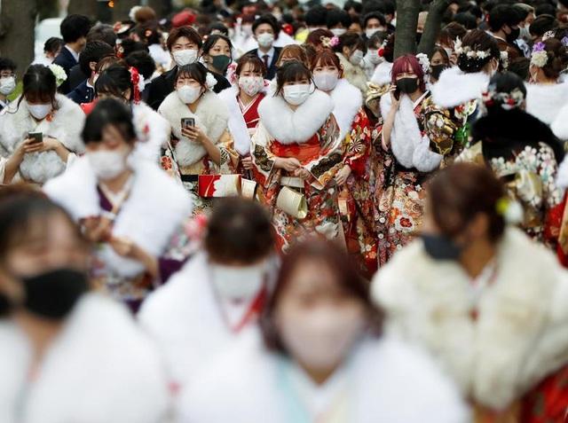 Giới trẻ Nhật Bản đeo khẩu trang dự lễ trưởng thành giữa dịch Covid-19 - 6