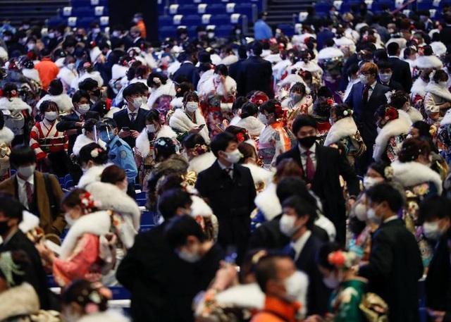 Giới trẻ Nhật Bản đeo khẩu trang dự lễ trưởng thành giữa dịch Covid-19 - 7