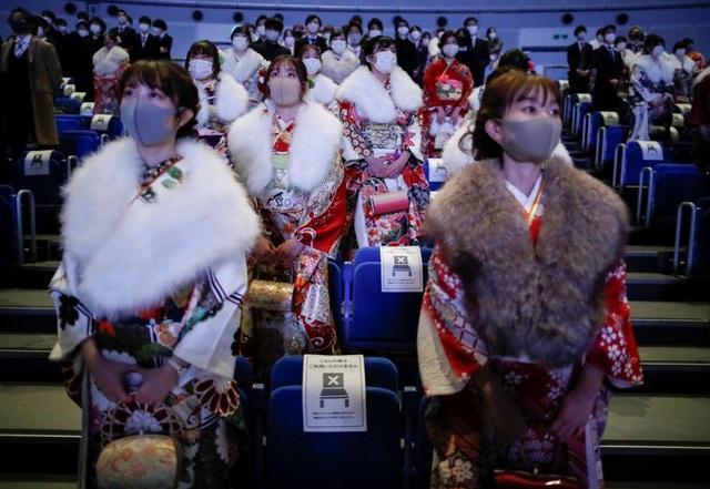 Giới trẻ Nhật Bản đeo khẩu trang dự lễ trưởng thành giữa dịch Covid-19 - 8