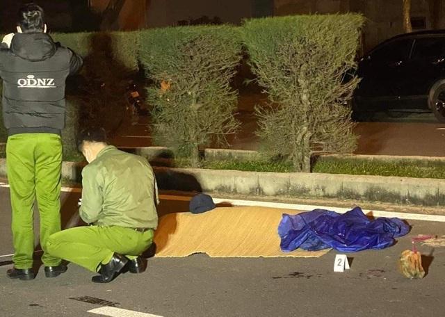 Nam thanh niên bị đâm chết giữa đường phố trong đêm khuya - 1