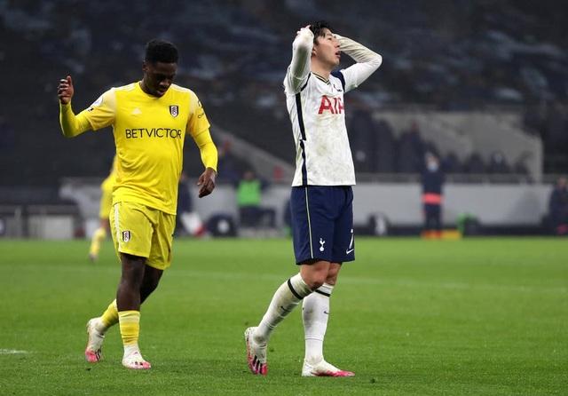 Tottenham liên tiếp đánh rơi vàng, HLV Mourinho tức điên - 2