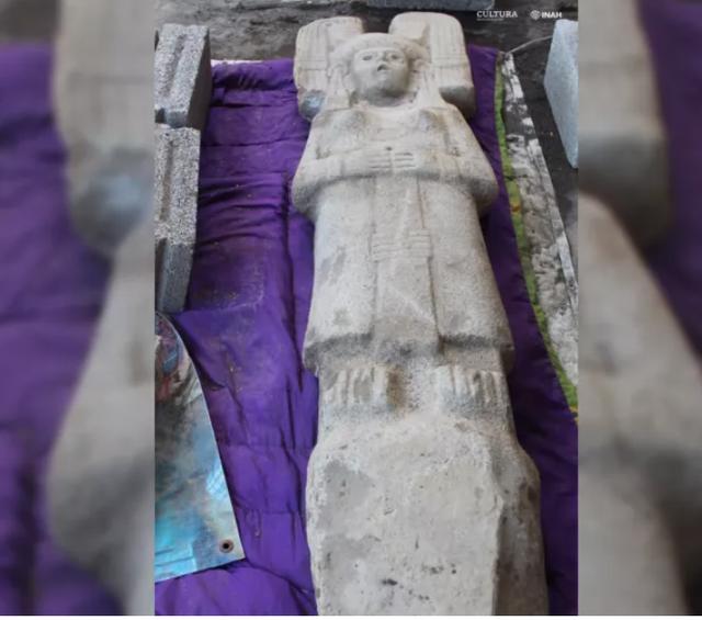 Phát hiện bức tượng cổ bí ẩn trăm năm tuổi ở Mexico - 2