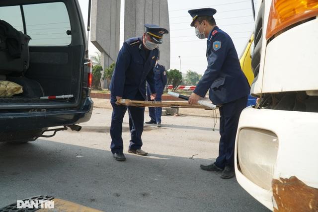 Hàng loạt xe quá tải bị xử lý khi lưu thông trên cầu Thăng Long - 3