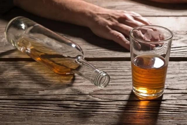 Những biến chứng nguy hiểm của viêm gan do rượu - 1