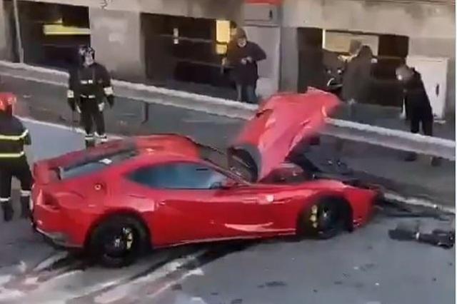 Giao chìa khóa cho thợ rửa xe, chủ siêu xe Ferrari nhận cái kết đắng - 1