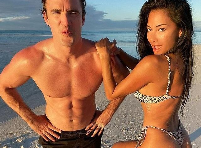 Izabel Goulart, Jennifer Lopez... khoe dáng trên biển - 9