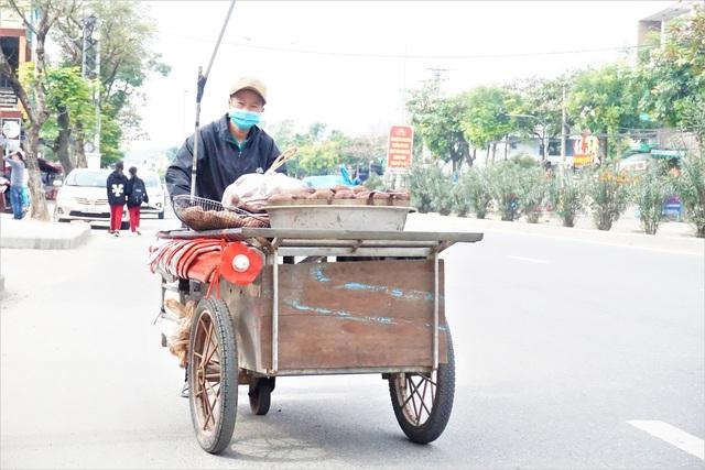Đà Nẵng: Người lao động chật vật mưu sinh trong giá rét - 1