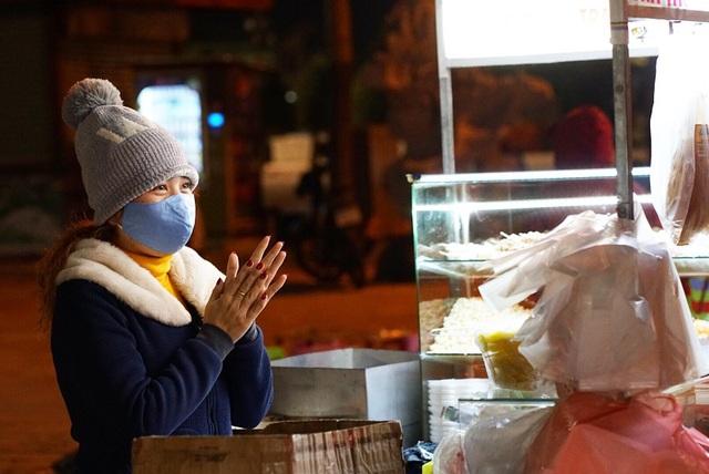 Người lao động nghèo Đà Nẵng lầm lũi mưu sinh trong giá rét - 1