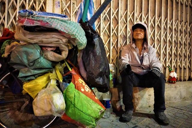 Đà Nẵng: Người lao động chật vật mưu sinh trong giá rét - 10