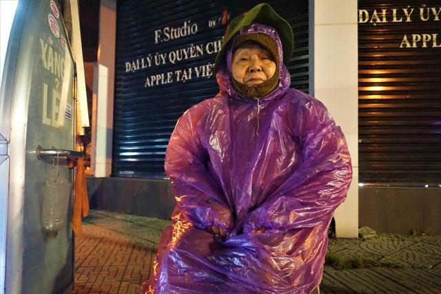 Đà Nẵng: Người lao động chật vật mưu sinh trong giá rét - 12
