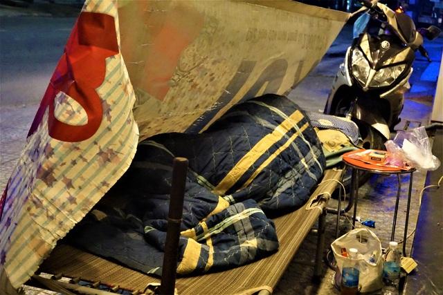 Đà Nẵng: Người lao động chật vật mưu sinh trong giá rét - 14