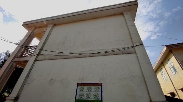 Hà Tĩnh: Trường học tiền tỷ vừa bàn giao đã nứt chi chít - 2