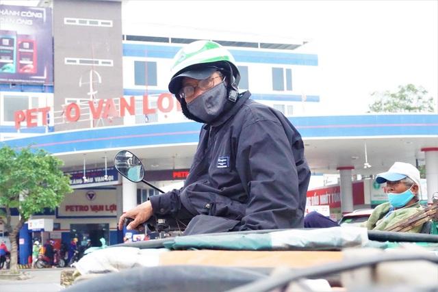 Đà Nẵng: Người lao động chật vật mưu sinh trong giá rét - 4