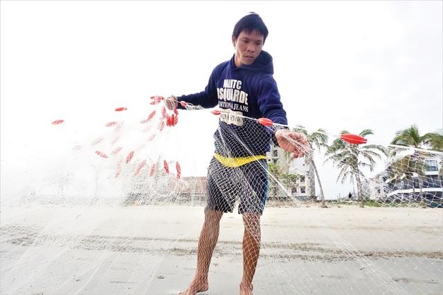 Đà Nẵng: Người lao động chật vật mưu sinh trong giá rét - 7