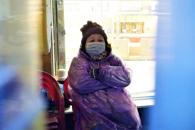 Đà Nẵng: Người lao động chật vật mưu sinh trong giá rét - 9
