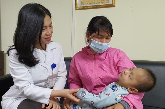 Bạn đọc tiếp tục giúp đỡ bé trai từ tâm lũ Quảng Trị ra Hà Nội chữa bệnh - 3