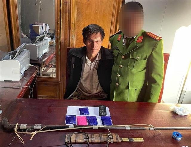 Cáo già bán lẻ ma túy vùng biên Nghệ An chống cự khi bị bắt giữ - 1