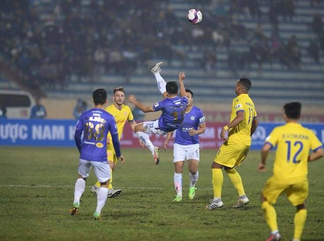HLV Chu Đình Nghiêm thừa nhận CLB Hà Nội vỡ trận trước CLB Nam Định - 1