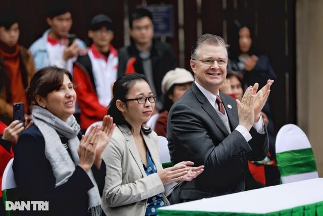 Đại sứ Mỹ khánh thành bức tranh tường 100m2 về chủ đề môi trường tại Hà Nội - 1