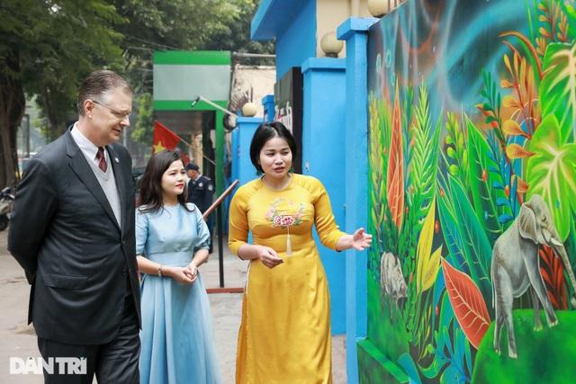 Đại sứ Mỹ khánh thành bức tranh tường 100m2 về chủ đề môi trường tại Hà Nội - 6
