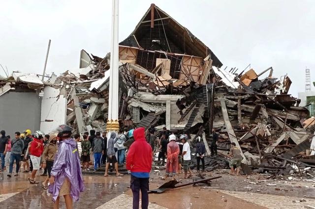 Indonesia: Động đất san phẳng bệnh viện và nhà dân, ít nhất 26 người chết - 1