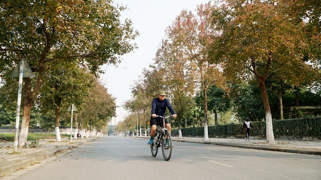 Con đường phong lá đỏ tuyệt đẹp lãng mạn như trời Âu ở Hà Nội - 1