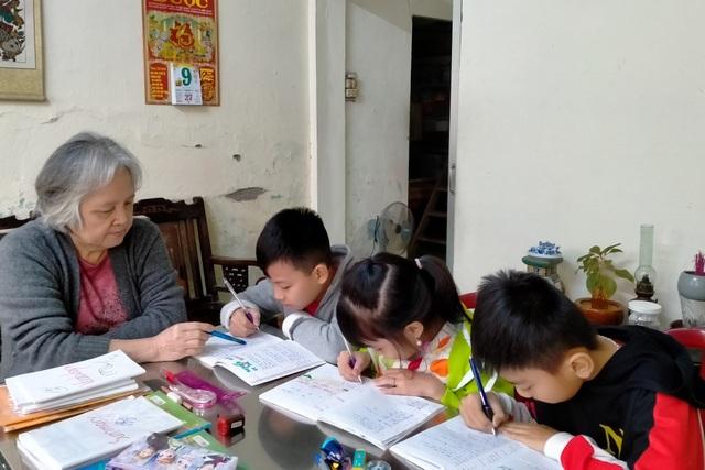 Đà Nẵng: Cô giáo 8 năm dạy tiếng Anh miễn phí cho học trò khó khăn - 1