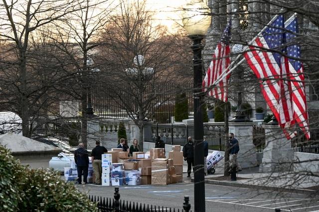 Nhân viên Nhà Trắng gói ghém đồ đạc, chuẩn bị rời đi - 2