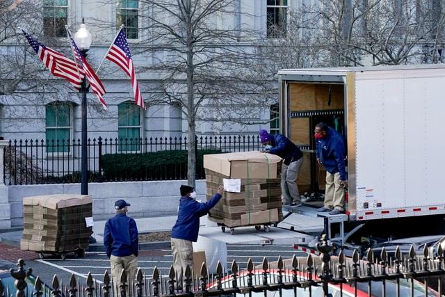 Nhân viên Nhà Trắng gói ghém đồ đạc, chuẩn bị rời đi - 10