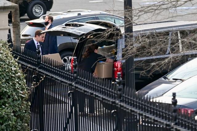 Nhân viên Nhà Trắng gói ghém đồ đạc, chuẩn bị rời đi - 9