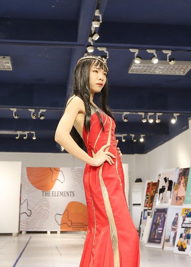 Nam sinh ĐH Kiến trúc mặc váy ngắn, đi catwalk đẹp hơn cả nữ sinh - 5