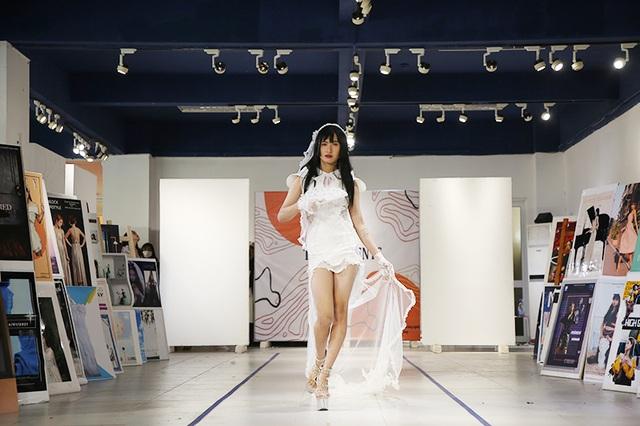Nam sinh ĐH Kiến trúc mặc váy ngắn, đi catwalk đẹp hơn cả nữ sinh - 2