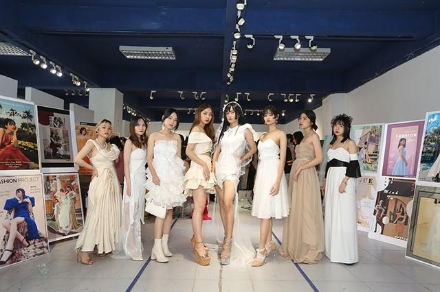 Nam sinh ĐH Kiến trúc mặc váy ngắn, đi catwalk đẹp hơn cả nữ sinh - 13