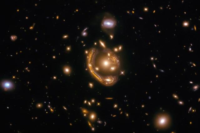 Loài người có thể đơn độc trong vũ trụ - 1