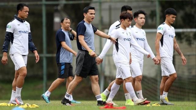 Báo Thái Lan nói gì về cơn sốt vé ở trận ra mắt của HLV Kiatisuk? - 2