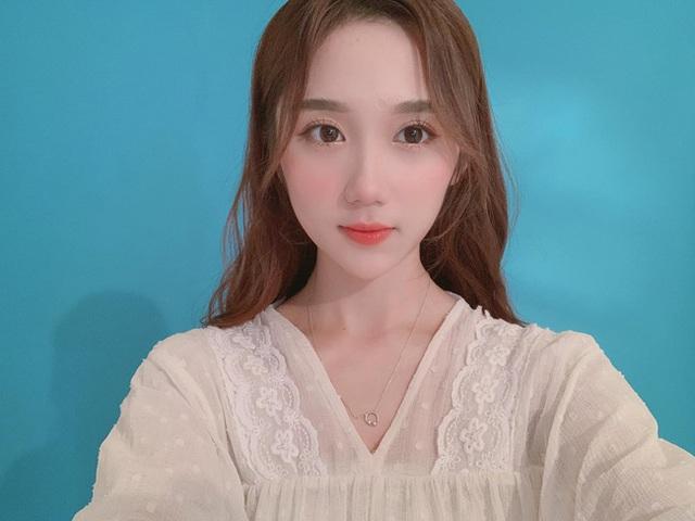 Nữ streamer sở hữu gương mặt đẹp hút hồn đốn tim người hâm mộ - 20