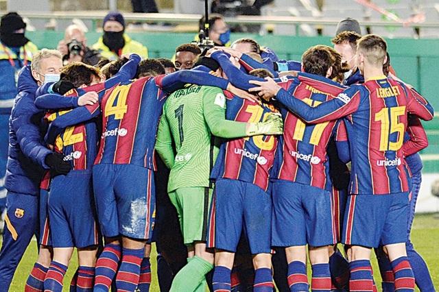 Mâu thuẫn giữa Messi và công thần Barcelona lên đỉnh điểm - 1