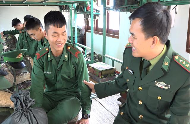 Lính biên phòng tiên phong lên biên giới chống dịch: Xong nhiệm vụ mới về! - 2