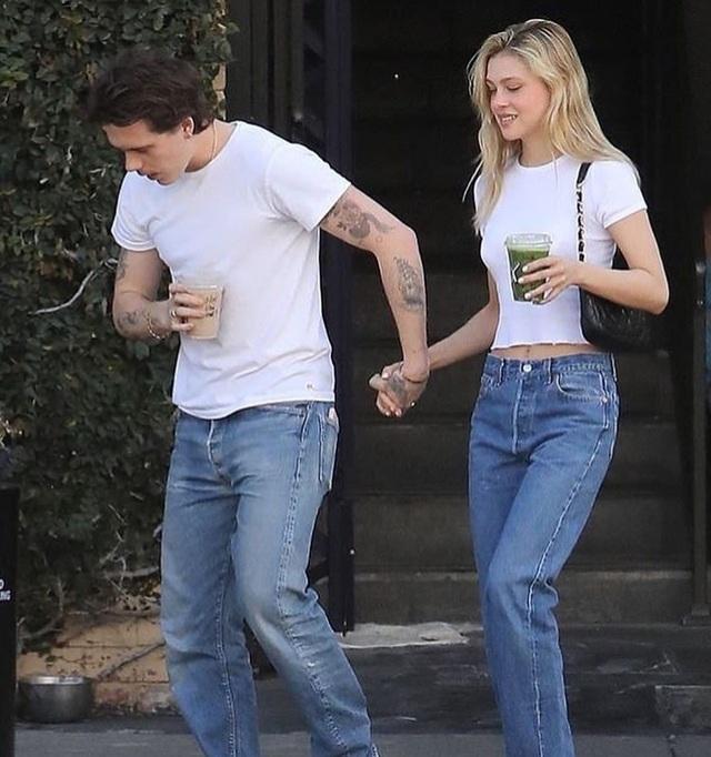 Brooklyn Beckham liên tục nịnh đầm bạn gái - 4