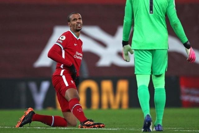 Vị trí trung vệ: Liverpool đầy lo lắng, Man Utd thoải mái - 1