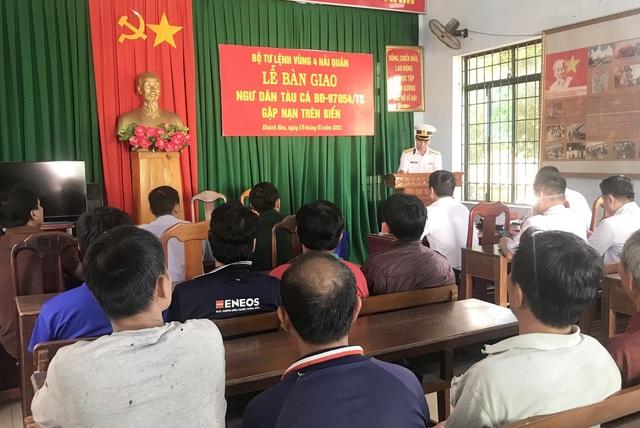Kiểm ngư cứu 14 ngư dân Bình Định trên tàu cá bị hỏng máy - 1