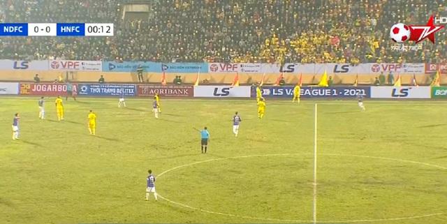 Báo Indonesia ấn tượng trước không khí bóng đá của V-League - 1