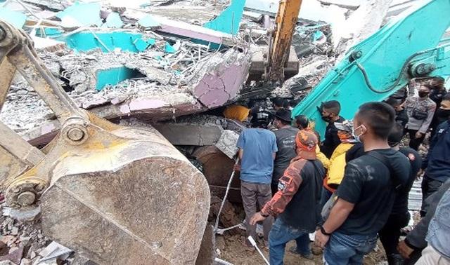 Indonesia tan hoang sau động đất kinh hoàng khiến 67 người chết - 11