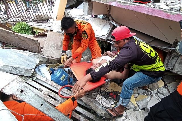 Indonesia tan hoang sau động đất kinh hoàng khiến 67 người chết - 3