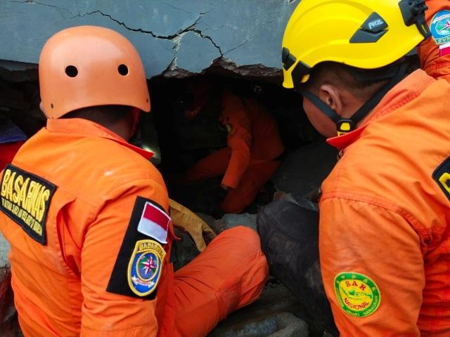 Indonesia tan hoang sau động đất kinh hoàng khiến 67 người chết - 6